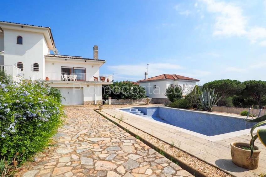 L'Escala, Spacious detached house with beautiful views and private swimming pool