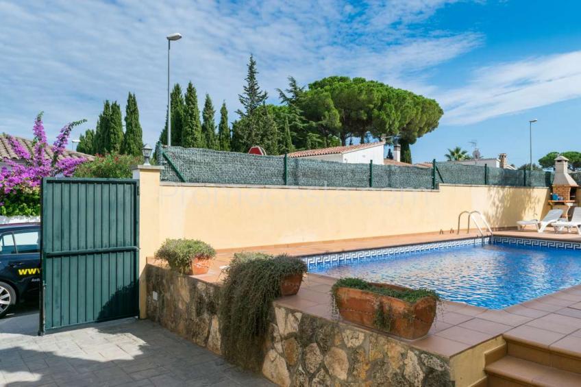 L'Escala, Casa independiente con piscina privada y garaje