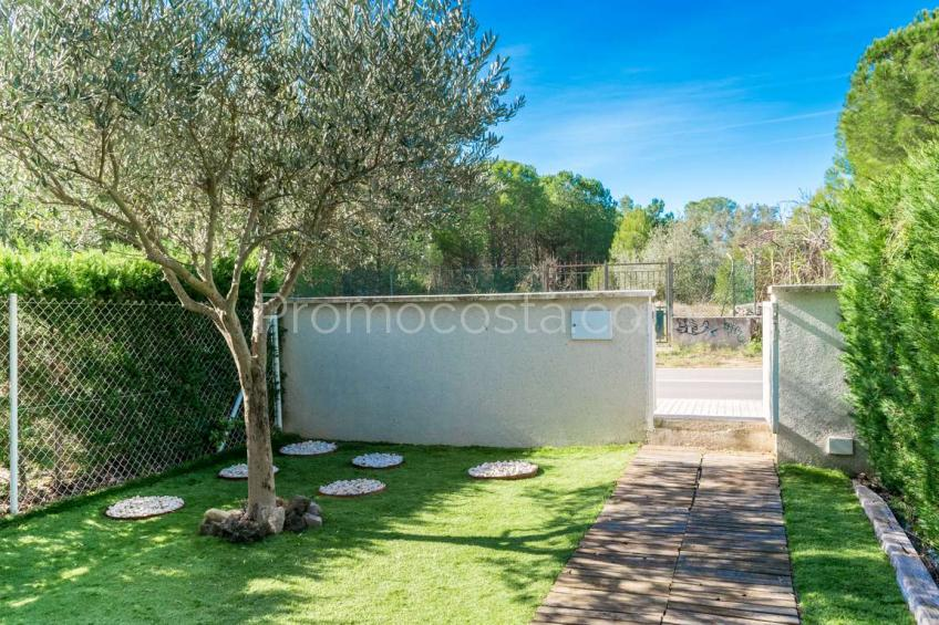 L'Escala, Newly built house with private garden and community pool