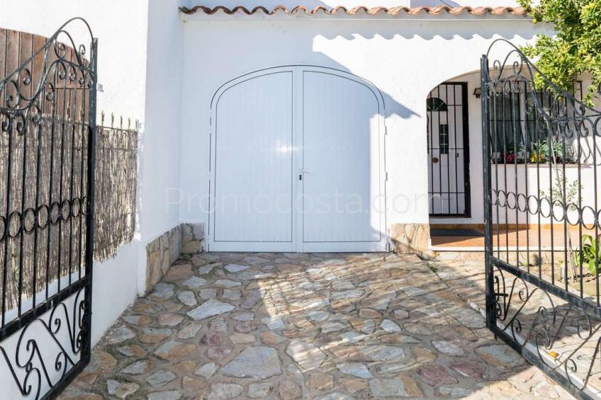 L'Escala, Maison avec jardin privé, piscine commune et garage