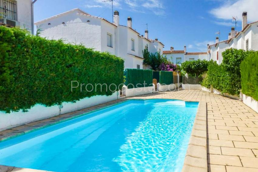 L'Escala, House with private garden, communal pool and garage