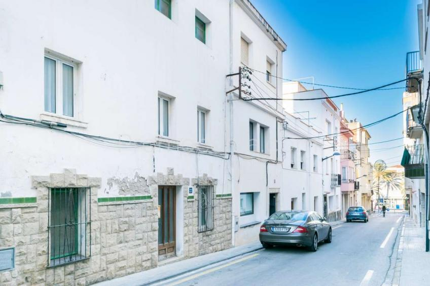 L'Escala, Spacious house to renovate, located in the Old Town