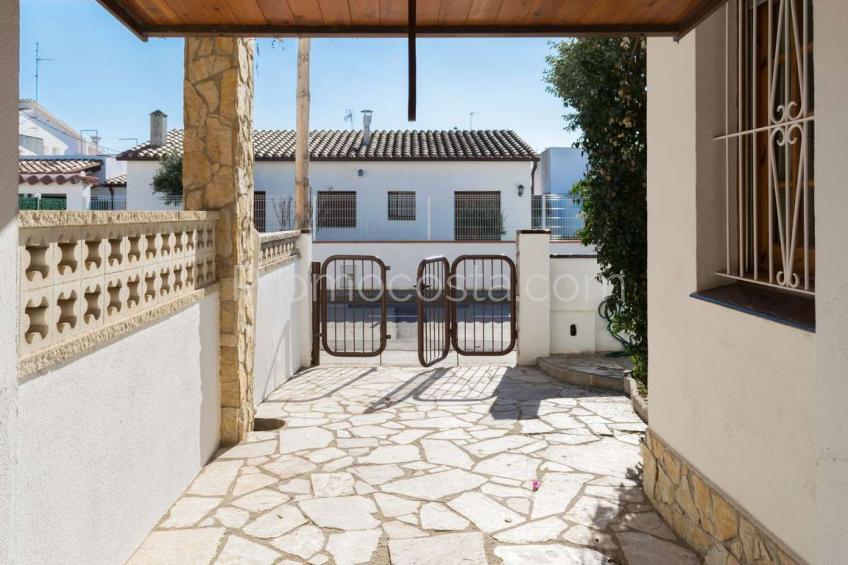 L'Escala, Agradable casa con patio y garaje, muy cerca de la playa