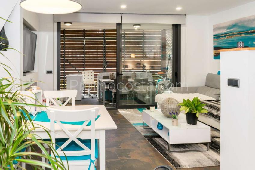 L'Escala, Casa moderna con jardín y piscina comunitaria