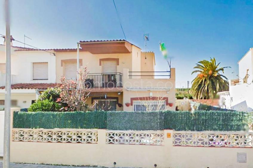 L'Escala, Casa espaciosa con jardín privado cerca de la playa
