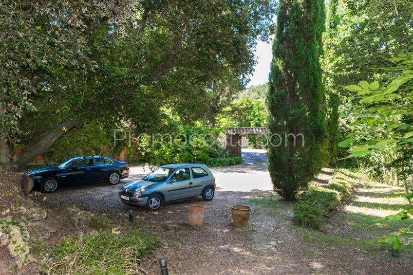Serinya, Espectacular masía de piedra con piscina y gran jardín privado