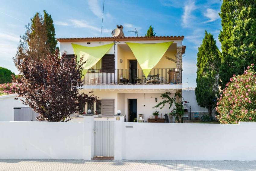 L'Escala, Casa independiente con jardín y garaje