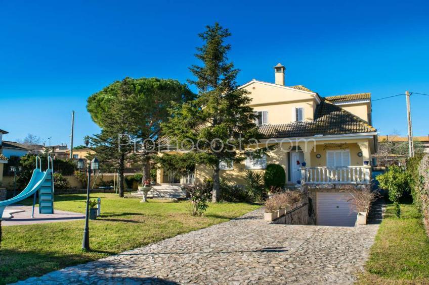 Ventalló, Gran casa con piscina y jardín privado
