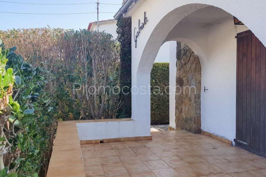 L'Escala, Casa con jardín a solo 500m de la playa