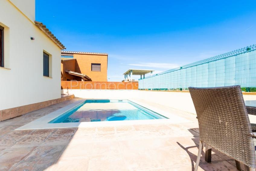 Albons, Casa con piscina en Albons