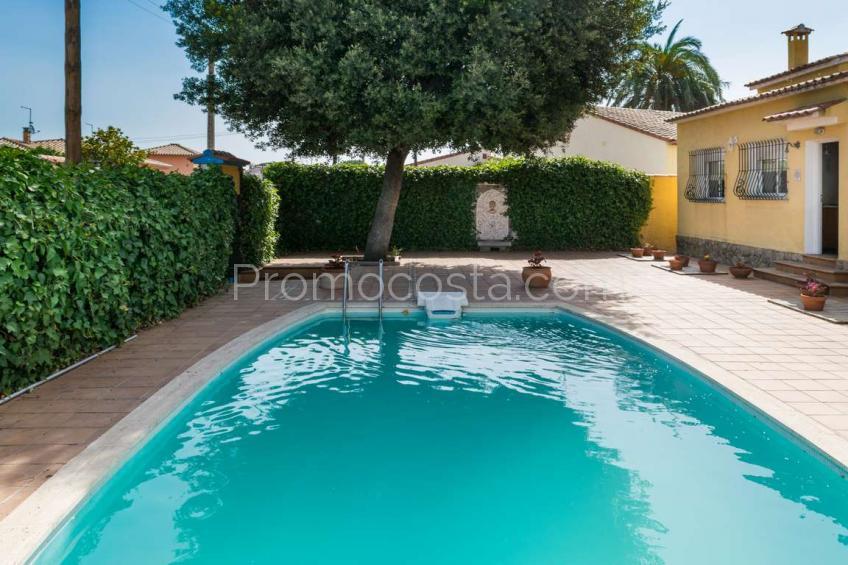 L'Escala, Casa individual con un gran jardín y piscina