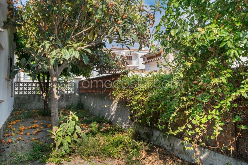 L'Escala, Casa de planta baja con jardín y garaje