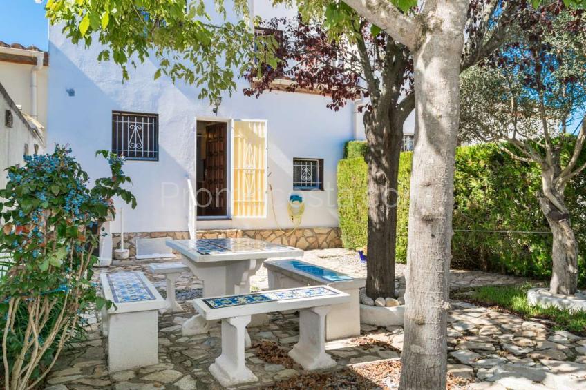 L'Escala, Casa con jardín privado y garaje